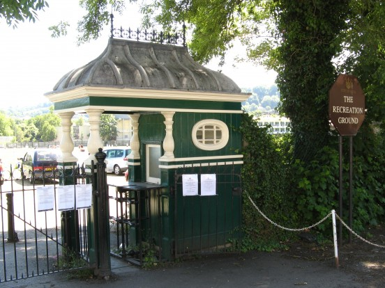 Kiosk with turnstile, The Recreation Ground, Bath (Rwendland)